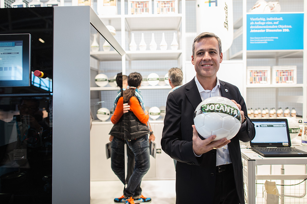 Heidelberg showed the Jetmaster Dimension, printing personalised footballs throughout the show.
